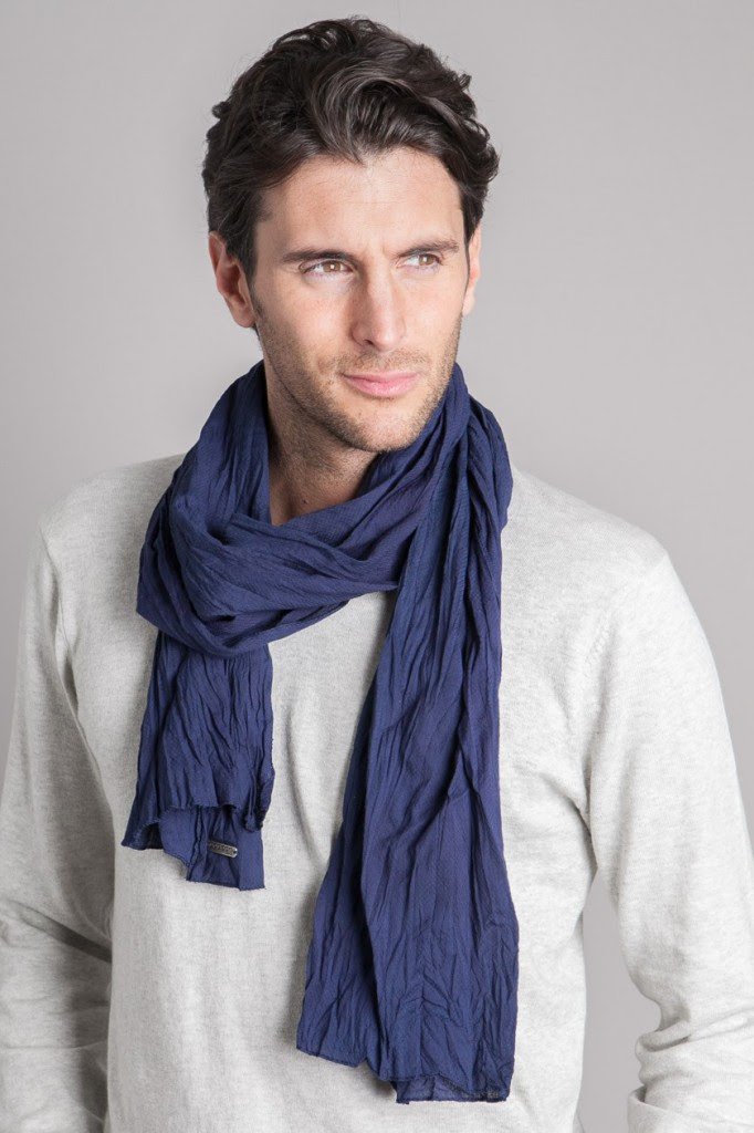 How to wear men's scarves stylishly