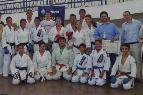 Os atletas doprofessor André Calixto vão viajar para a África do Sul, representando o Brasil na disputa do mundial de karatê wuko