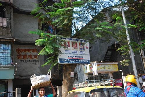 Aurat Sar Par Bhoj Lekar Paida Hoti Hai..Uski Zindagi Maut Se Badi Chanauti Hai by firoze shakir photographerno1