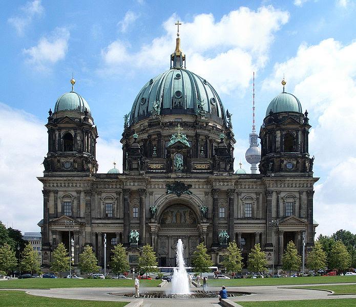 http://upload.wikimedia.org/wikipedia/commons/thumb/3/38/2006_Berliner_Dom_Front.jpg/695px-2006_Berliner_Dom_Front.jpg