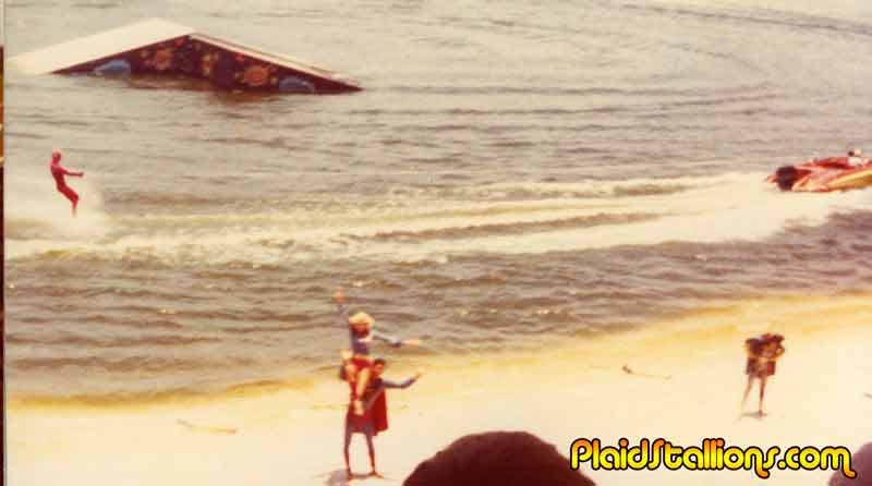 flash waterskis at sea world