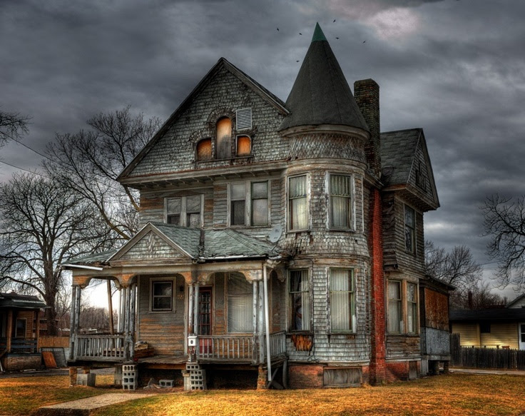 I would so love to renovate this place and live in it.