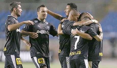 HOME - Botafogo x Macaé - Série B - Navarro e Daniel Carvalho