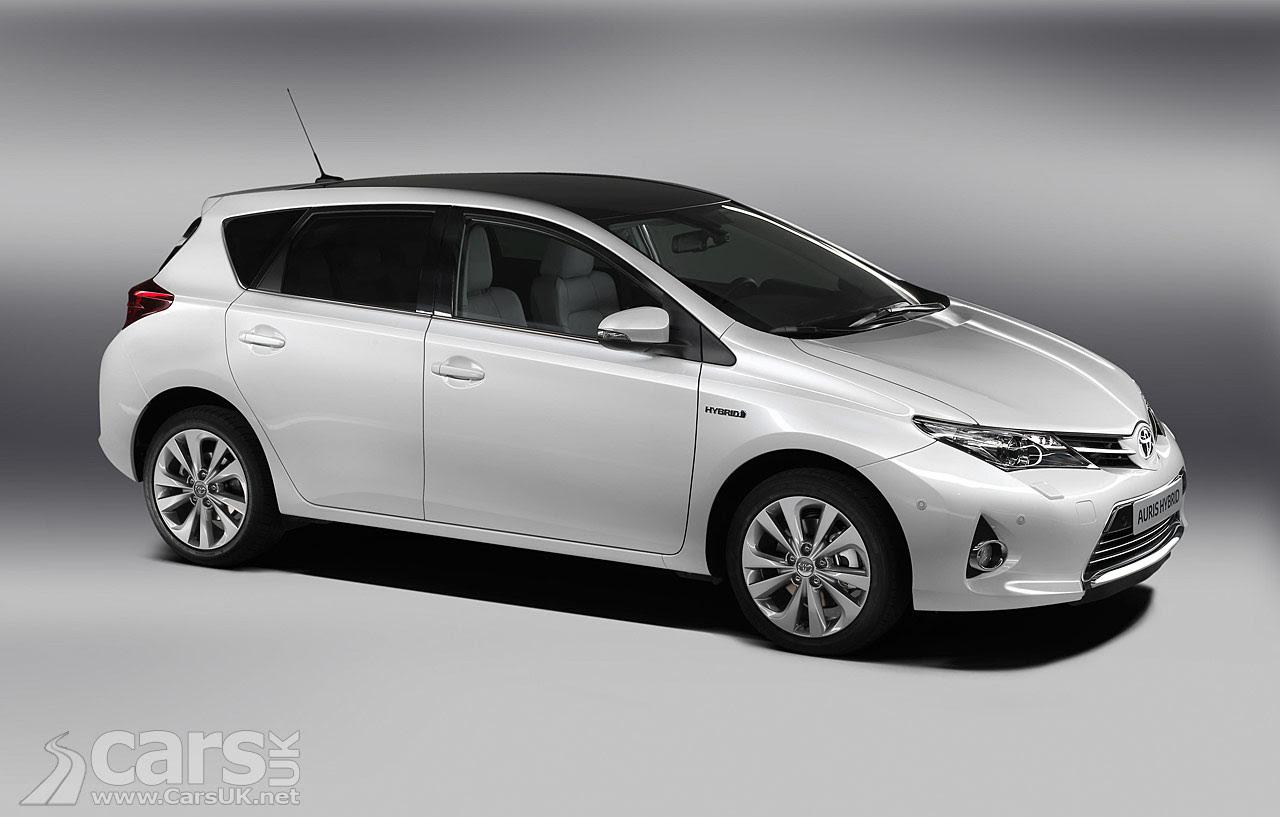 2013 Toyota Auris Photos
