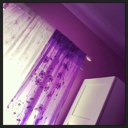 Just finished the curtains for the girls:) Ho appena finito le tende per le ragazze:)