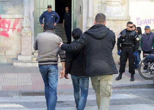 Βόρειο Αιγαίο: Συλλήψεις μεταναστών σε καταυλισμούς - Βρέθηκαν σε σκηνές μαχαίρια και ναρκωτικά!
