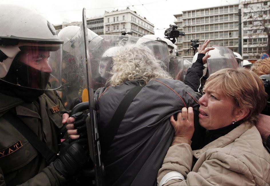 Protestas en contra de las reformas exigidas por la troika