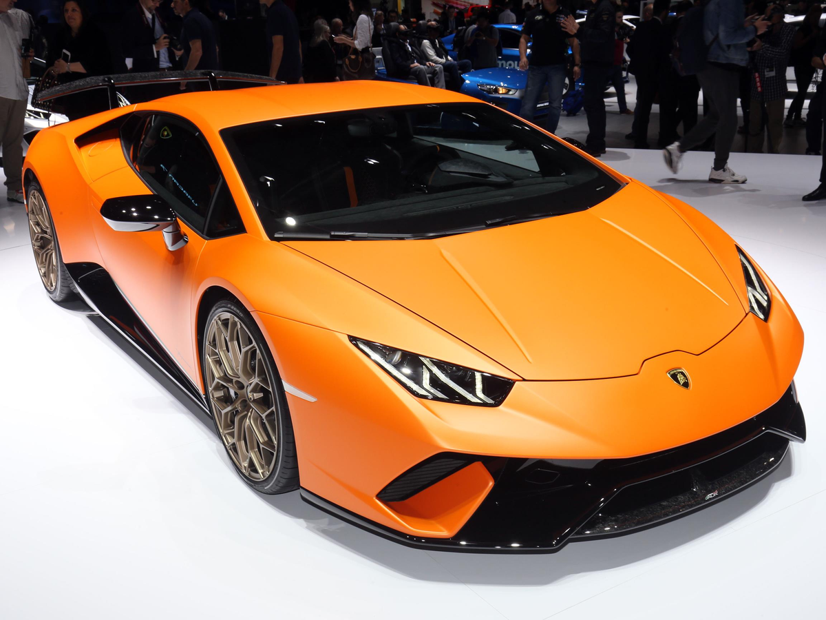 In addition, Lambo unveiled the hardcore track-bred of the Huracan supercar called the Performante.