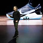 Basket - Nike dévoile sa nouvelle chaussure auto-laçante ... c0948c16ab5e