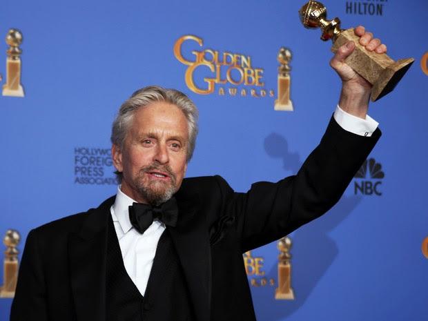 Michael Douglas vence o prêmio de melhor ator em filme para TV por 'Minha vida com Liberace' no 71º Globo de Ouro, que acontece neste domingo (12), em Los Angeles. (Foto: REUTERS/Lucy Nicholson)