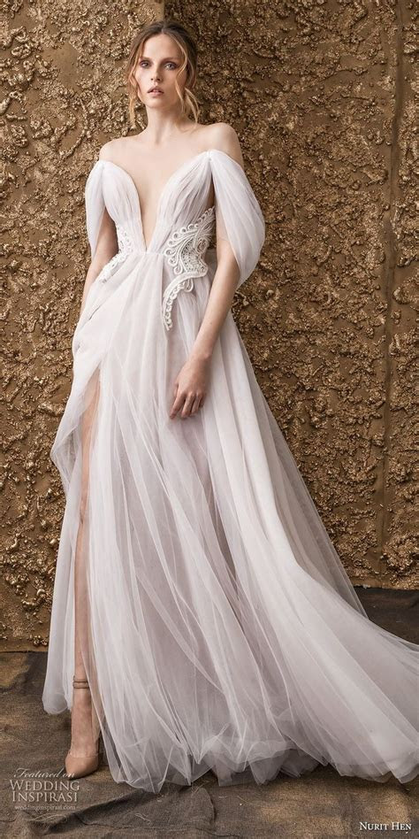 Best 25  Deep v dress ideas on Pinterest   V neck prom