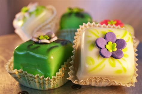 Darling Little Petit Fours   Josef?s Vienna Bakery Café