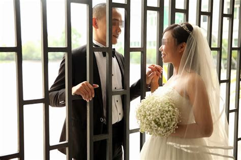 Chinese Prison Holds Wedding Ceremony for Inmates