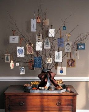 lovely idea for Christmas card display. The entire blog is full of wonderful Christmas decor idea's! Letje's lookbook: Kerst in het interieur