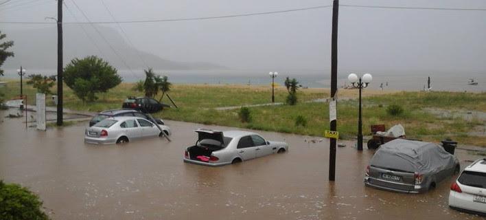 Η κακοκαιρία έπνιξε τη Χαλκιδική και βύθισε στα νερά αυτοκίνητα [εικόνα]