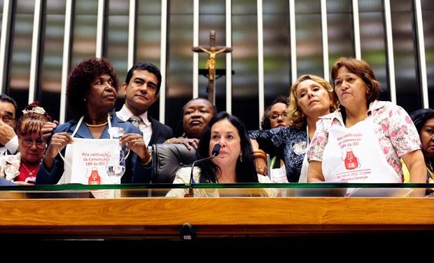 Deputadas e deputados fizeram apelo nesta terça (20) pela aprovação da PEC das Empregadas no plenário da Câmara (Foto: Gustavo Lima/Ag. Câmara)