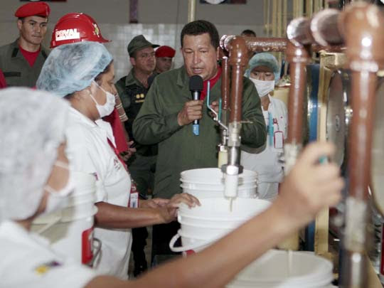 Visita de Chávez a la industria nacionalizada de aceites Diana