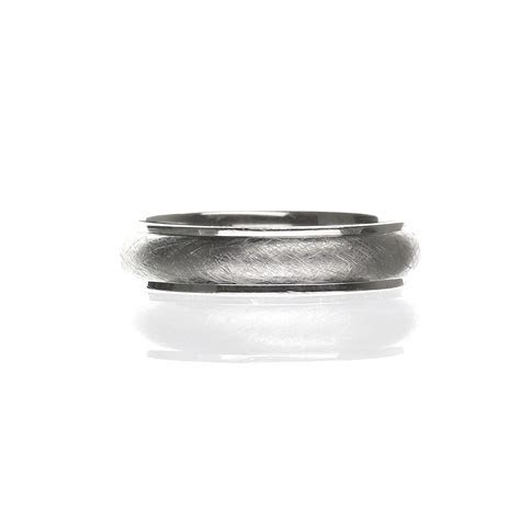 Men's Matte Finish Wedding Band in 14 Karat White Gold