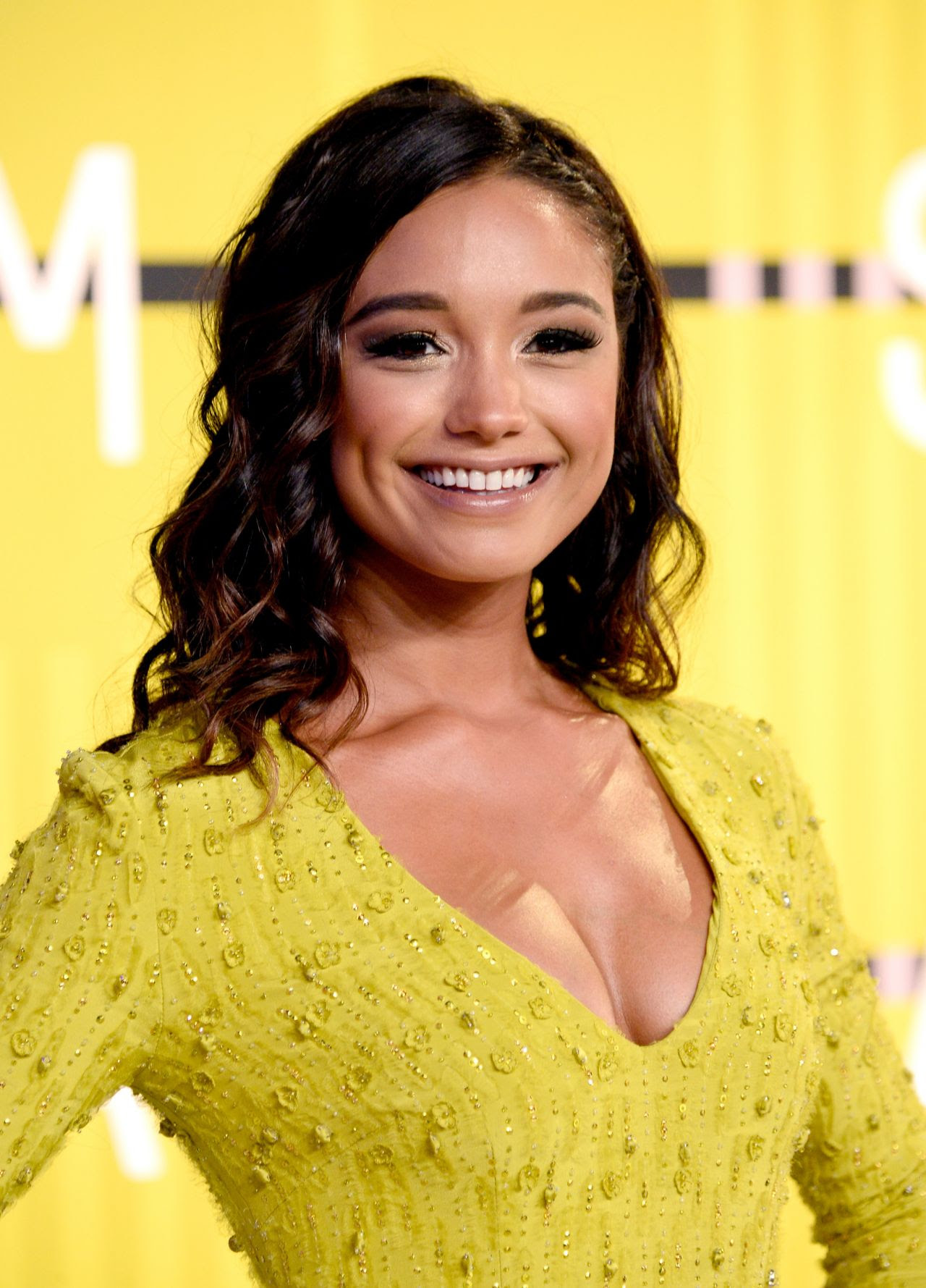 http://celebmafia.com/wp-content/uploads/2015/08/rachel-smith-2015-mtv-video-music-awards-at-microsoft-theater-in-los-angeles_8.jpg
