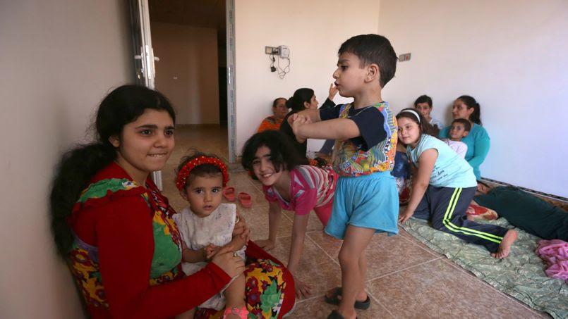 La population de Qaraqosh, estimée à 50.000 habitants en tant normal, est presque exclusivement chrétienne. La ville est tenue par les peshmergas des forces armées kurdes.