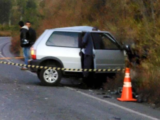 Motorista de Fiat Uno não resistiu após batida em Cristina (Foto: Luciano Lopes)