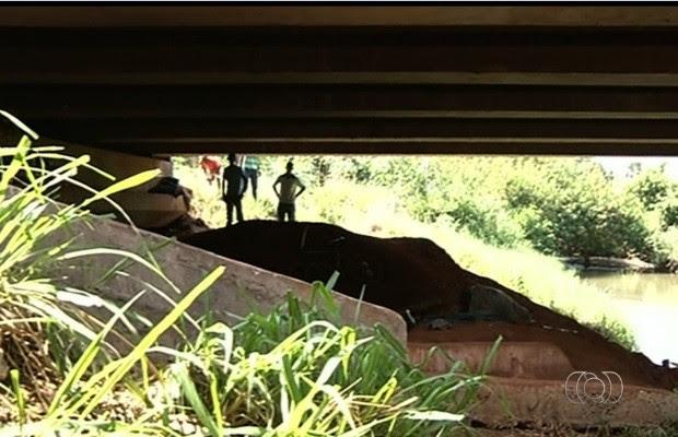 Cinco corpos foram encontrados na manhã desta quinta-feira (8) em Acreúna, Goiás (Foto: Reprodução/TV Anhanguera)