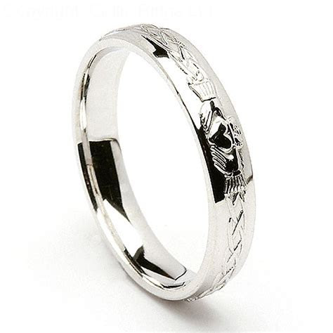 Claddagh Wedding Ring Meaning and Symbolism   Resolve40.com