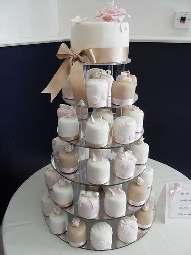 Cupcake Cakes Get Competition   Happy Slate