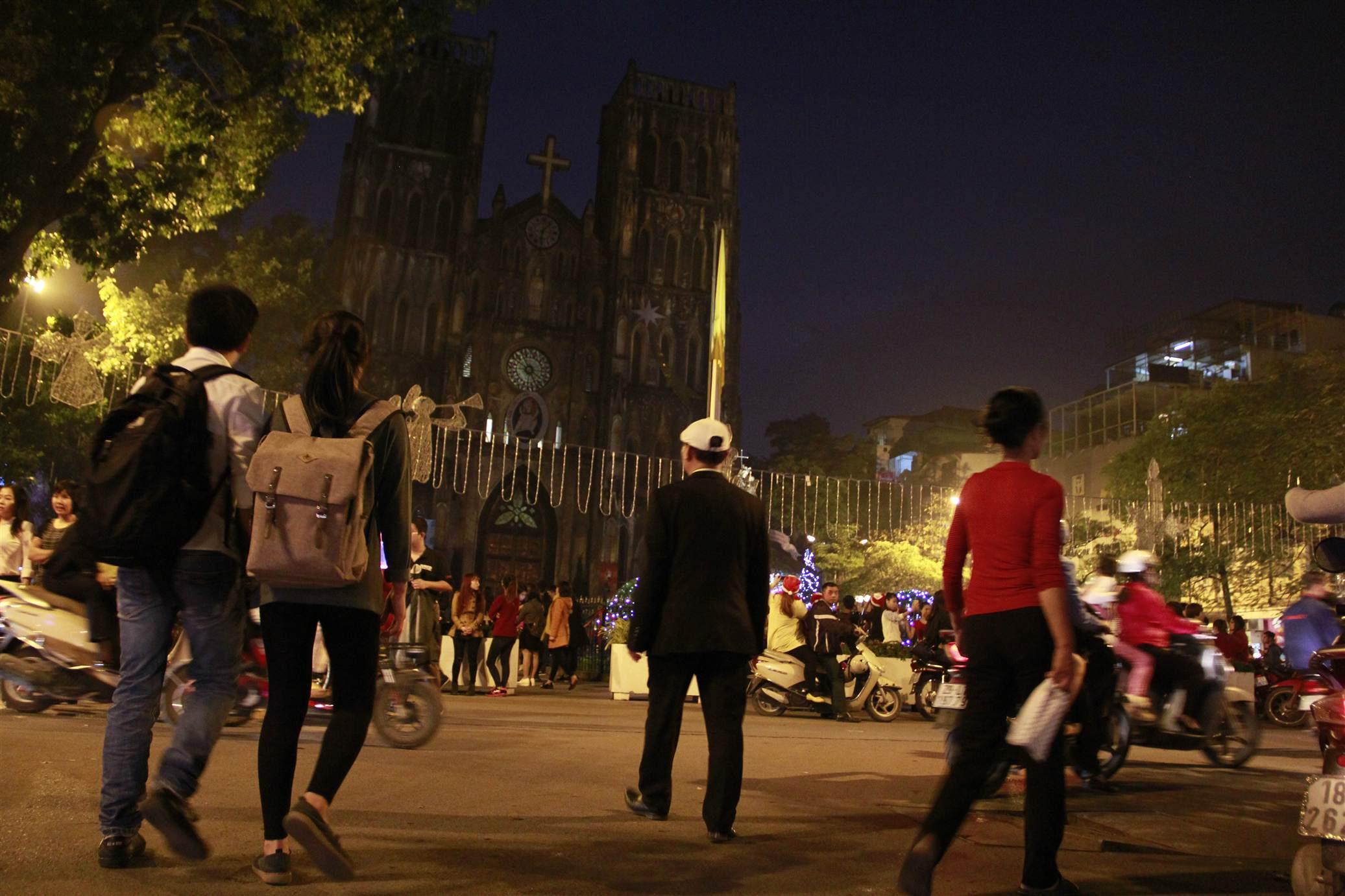 Hình ảnh Không khí Noel rộn ràng khắp phố phường Hà Nội số 11
