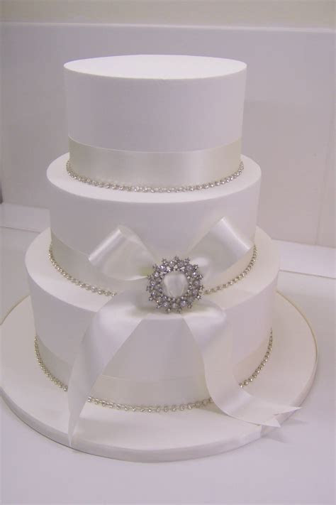 Royal Iced Wedding Cakes   Inspirations