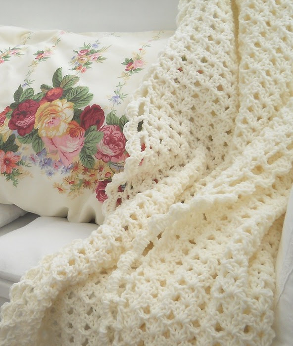 Crochet.  blanket and pillows (2) (592x700, 111Kb)