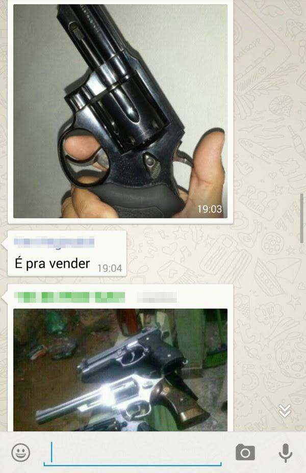 Armas são oferecidas pela rede social na internet  (Foto: Reprodução)