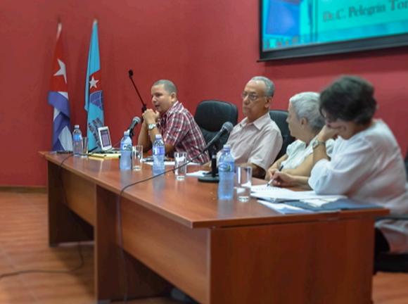 Fernando Martínez Heredia en el seminario El Socialismo y el hombre en Cuba: emancipación y justicia, celebrado el 12 de marzo de 2015