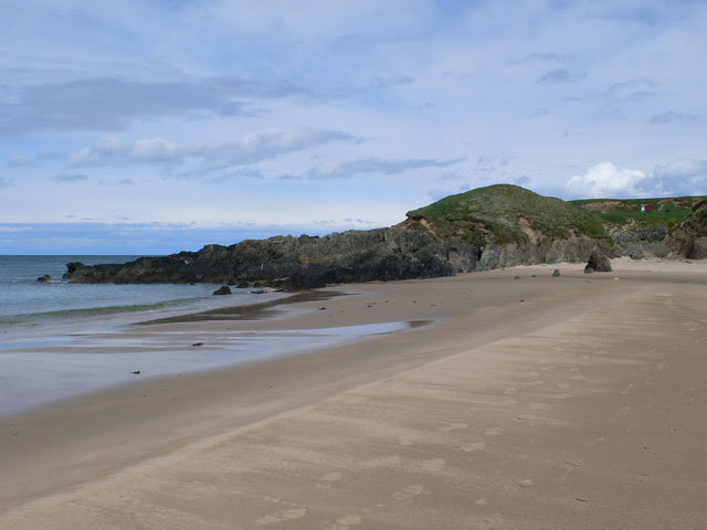 File:The beach at Porth Oer (Whistling Sands) - geograph.org.uk - 1288854.jpg