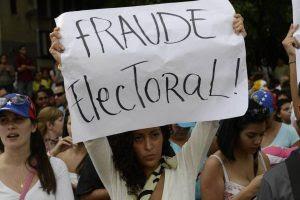 Médicos venezuelanos protestando, pois os pacientes morrem em hospitais por falta de medicamentos
