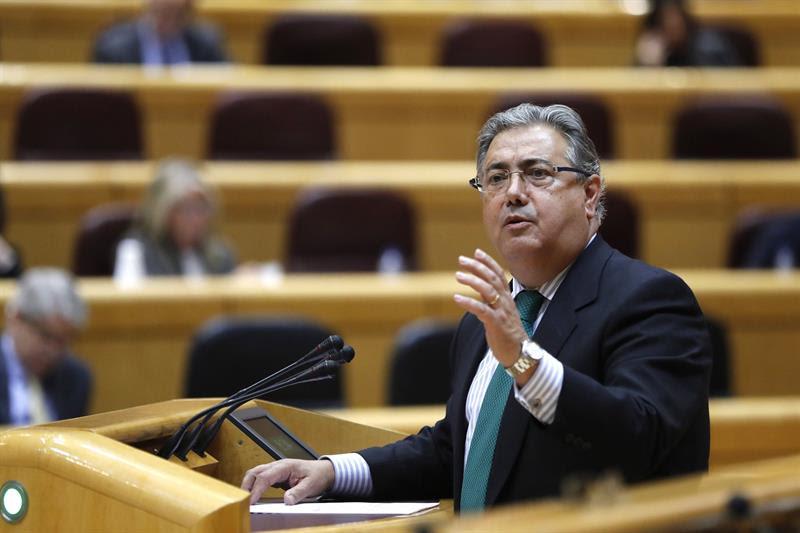 El ministro del Interior, Juan Ignacio Zoido, responde a una interpelación en el pleno del Senado. EFE/Juan Carlos Hidalgo