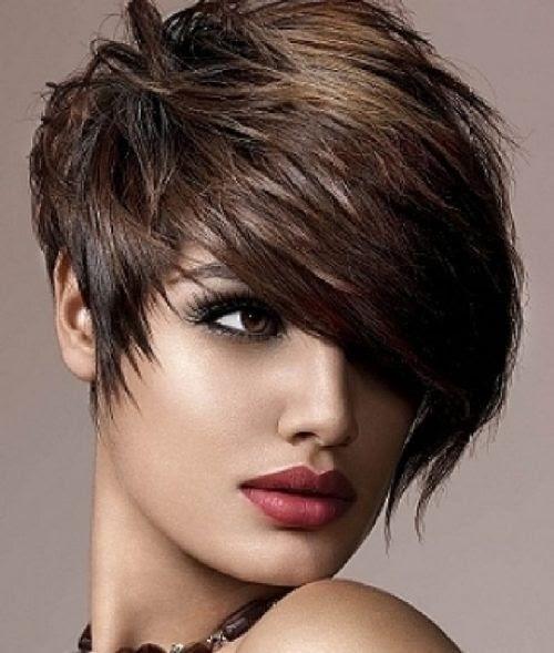 Model Rambut Segi Layer Pendek