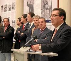 Antonio Pulido, junto a varios matadores.- J.C. Cruz (Atese)