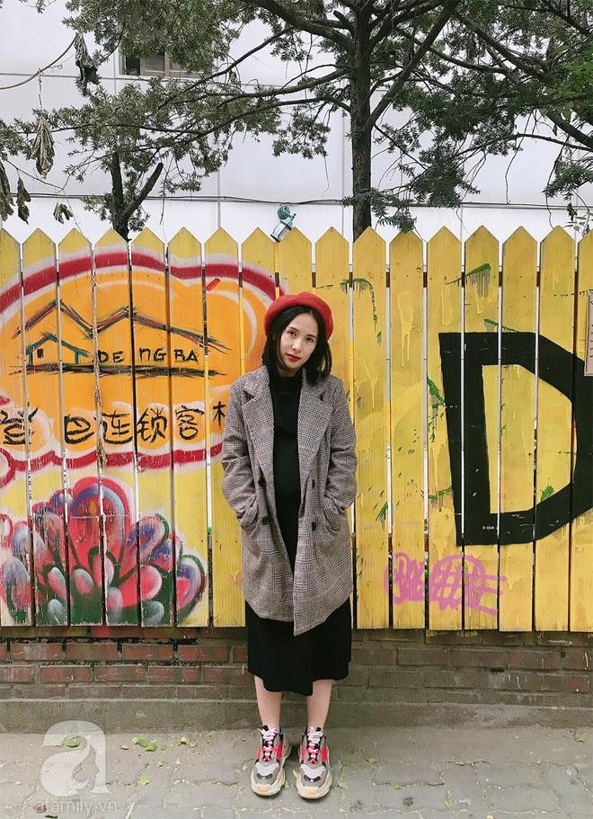 Trần Ngọc Hạnh Nhân: cô nàng 32 tuổi mê sneakers, đang mang bầu tháng cuối nhưng vẫn mặc chất không kém nhiều 9x 10x - Ảnh 9.