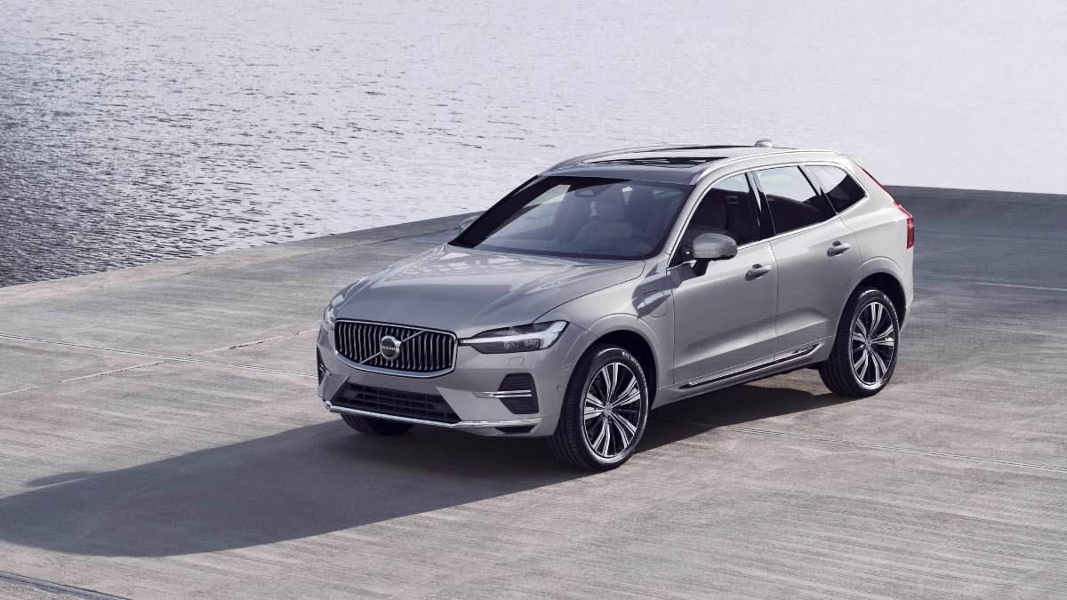 The 2021 Volvo XC60 gets a new grille, redesigned bumpers and new wheel options. Image: Volvo