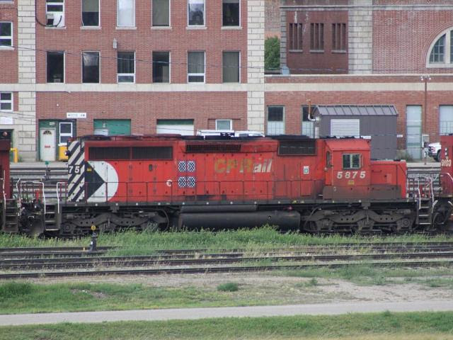 CP 5875 in Moose Jaw SK