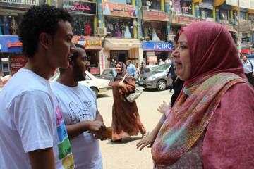 Una red de voluntarios informa y conciencia contra el acoso sexual que sufren las mujeres en Egipto.
