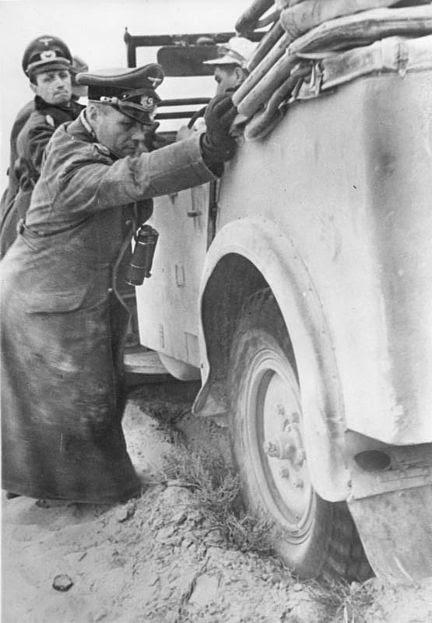 File:Bundesarchiv Bild 183-B20800, Nordafrika, Rommel und Westphal schieben Auto.jpg