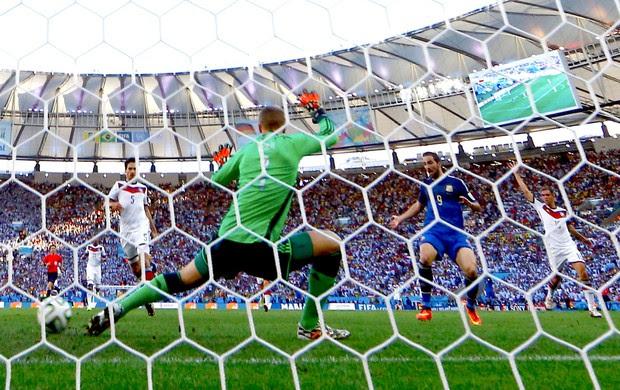Higuaín gol anulado final Copa do Mundo Alemanha x Argentina (Foto: Reuters)
