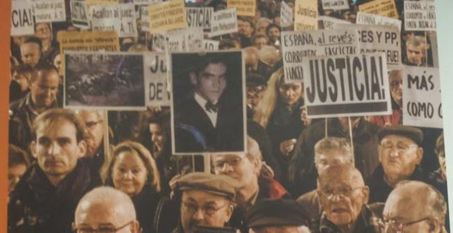 Portada del informe que la Plataforma por la Comisión de la Verdad ha entregado este viernes a los grupos parlamentarios de la izquierda y que incluye las resoluciones de la ONU que exigen a España a reconocer los derechos de las víctimas del franquismo.
