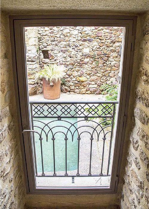 Ventana Casa rural, estilo provenzal en La Capelle et Masmolène
