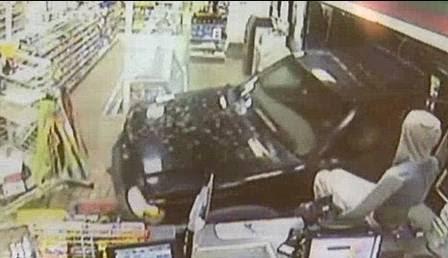 O motorista escapou, dirigindo