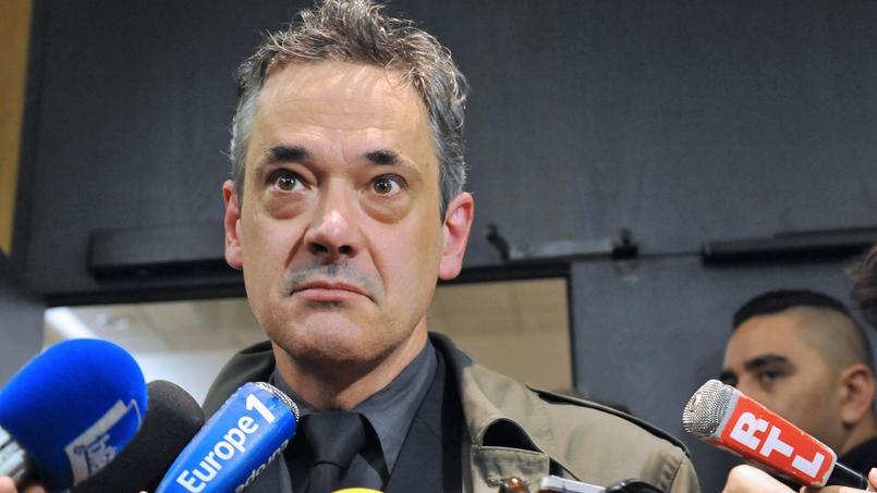 Le père d'Agnès Marin face à la presse, à la cour d'appel de Riom en octobre 2014.