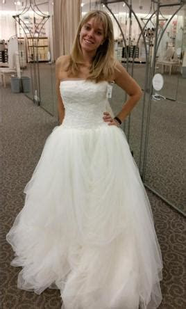 Vera Wang White Tossed Tulle, $499 Size: 6   New (Altered