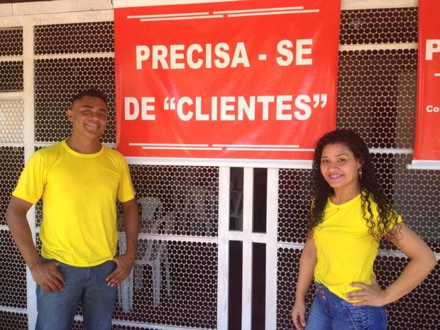 placa, cartaz, precisa-se de clientes, restaurante, crise, bom humor, Macapá, Amapá (Foto: Jéssica Alves/G1)